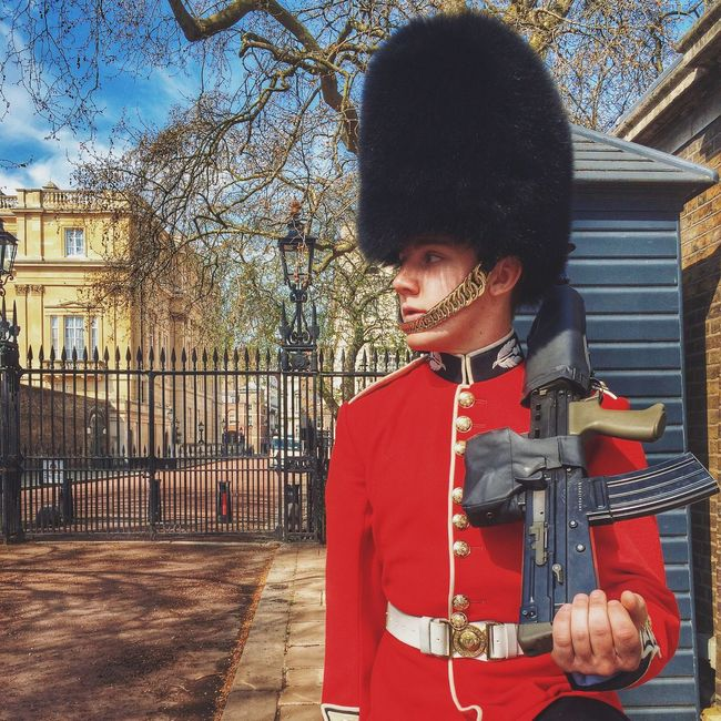 // Who goes there?! // London Royalguard Candid Soldier