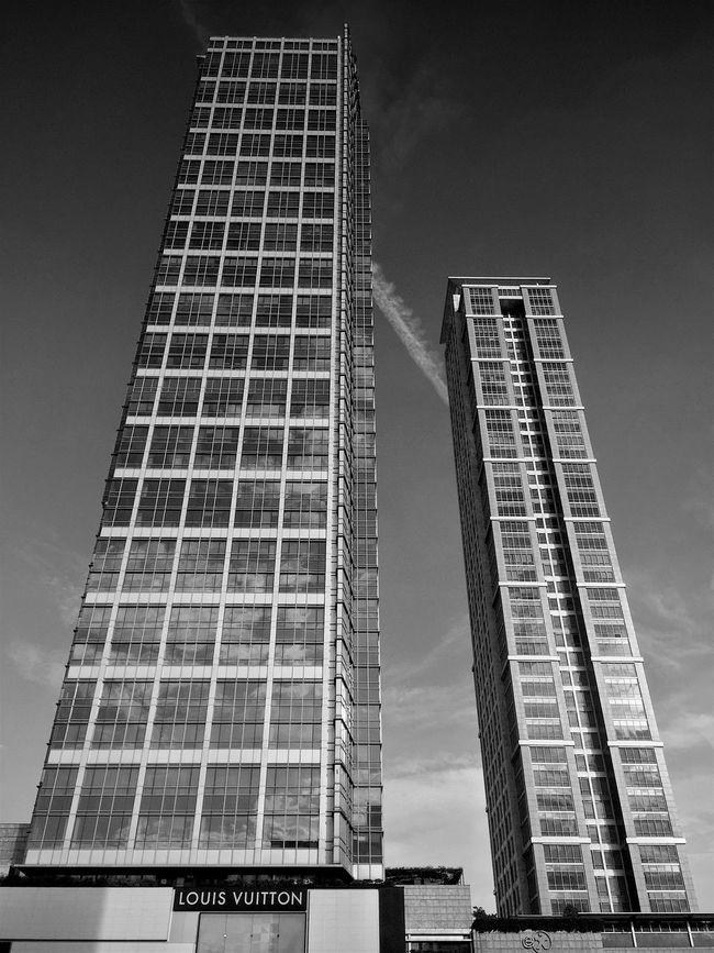 Jakarta skyscraper.. IPhoneography Black And White Iphone 6 Plus EyeEm EyeEm Bnw EyeEm Indonesia
