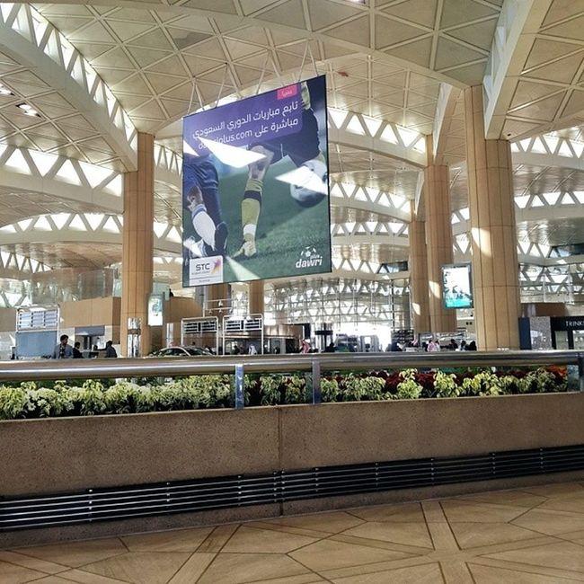 في الرياض حاليا بأنتظار رحلتي الموقرة للدمام الساعة 10 AM ✈