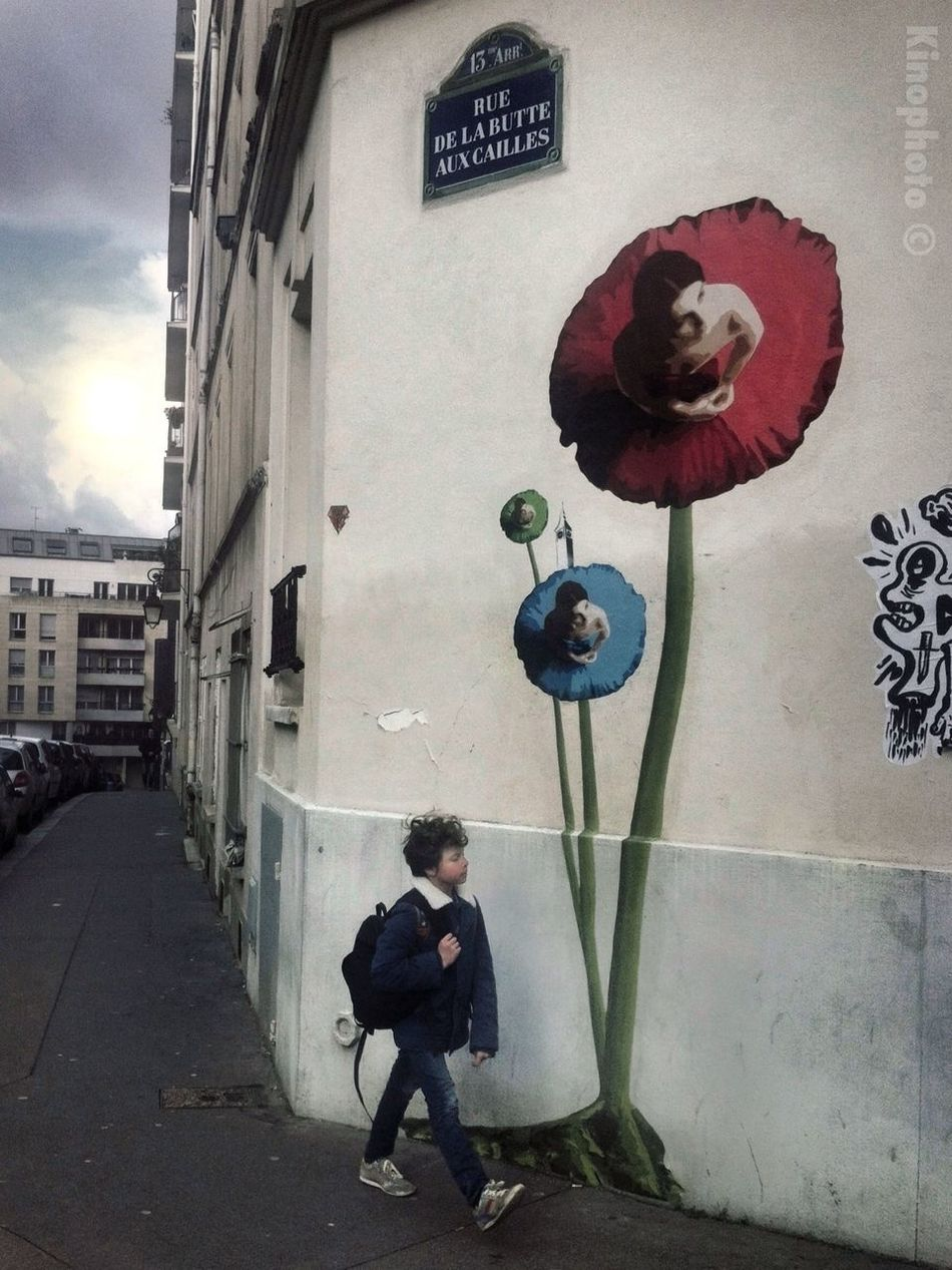 Spring is childhood. Paris Streetphoto_color Streetart France #kinophoto
