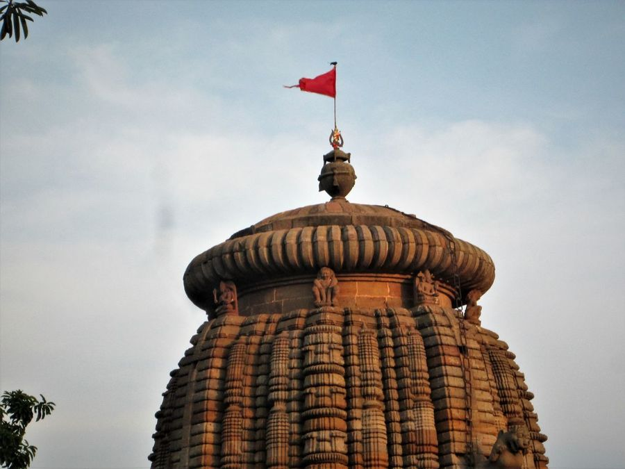 bird on top.. Anceint Ancient History Architecture Building Exterior Built Structure Cloud - Sky Day Dome EyeEm Eyeemmarket Flag Indiantemples Low Angle View No People Odisha Odisha India Odishatourism Onebird Outdoors Sky Travel Destinations
