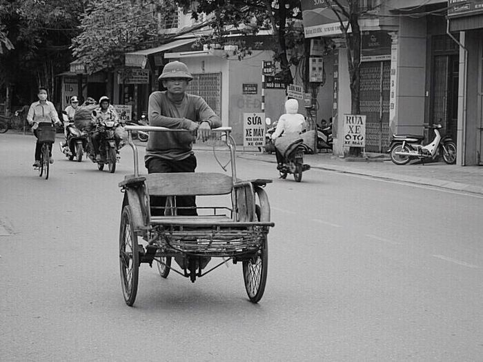 The Following My Commute Working Hard Commuting Commuter Commute Dulich , #dulichvietnam , #dulichvongquanhvietnam , #du Lich , #dapxe , #phuotxedap Viet Nam Vietnam Daily Life Dailylife Daily Commute Culture Cultures Culture Of Vietnam Commuters FOLOW  Nghiaocdao Work Working Blackandwhite Black And White Black & White Blackandwhite Photography My Commute-2016 EyeEm Photography Awards