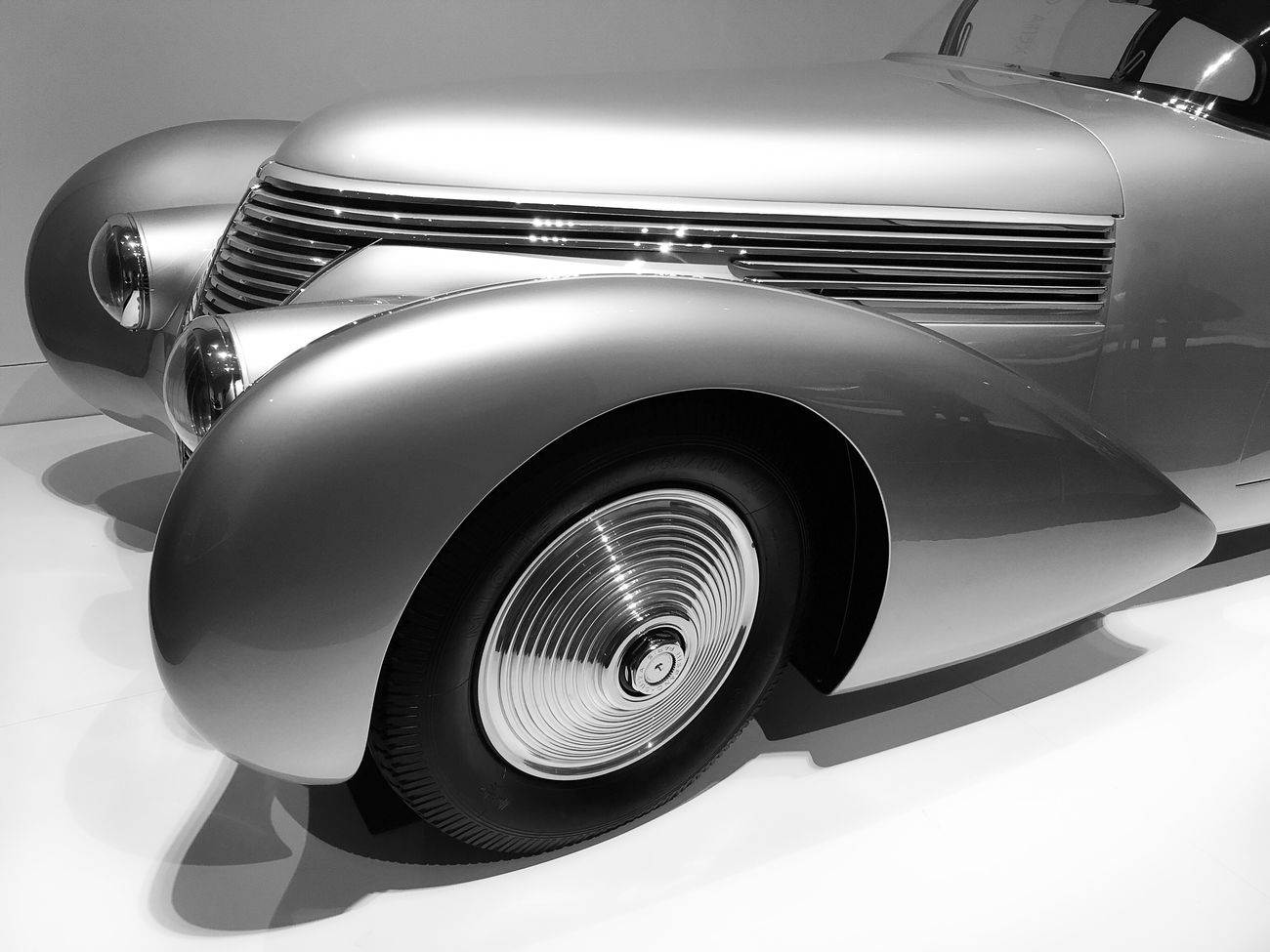 Car Retro Styled Tire Silver  Chrome Classic Car Vintage Sculpted Automobile Retro Car Streamlined Art Deco Vintage Car Art Deco Design Sculpted Metal Sculpted In Steel Museum Piece Retro EyeEmNewHere EyeEm Best Shots Retro Style Collector's Car Wheels Transportation Classic