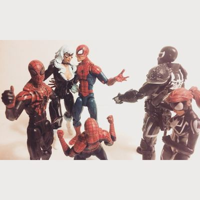 Spidey Introducing the speacil gal to the rest of the gang Spidey Spideyverse Webwarriors Hasbro Amazingspiderman Disney Amazingspiderman Spiderman Marvellegends Figurelife Figurecollection Family Feliciahardy Peterparker Agentvenom Surperiorspiderman Spiderwomen Manchild Collecting Collector