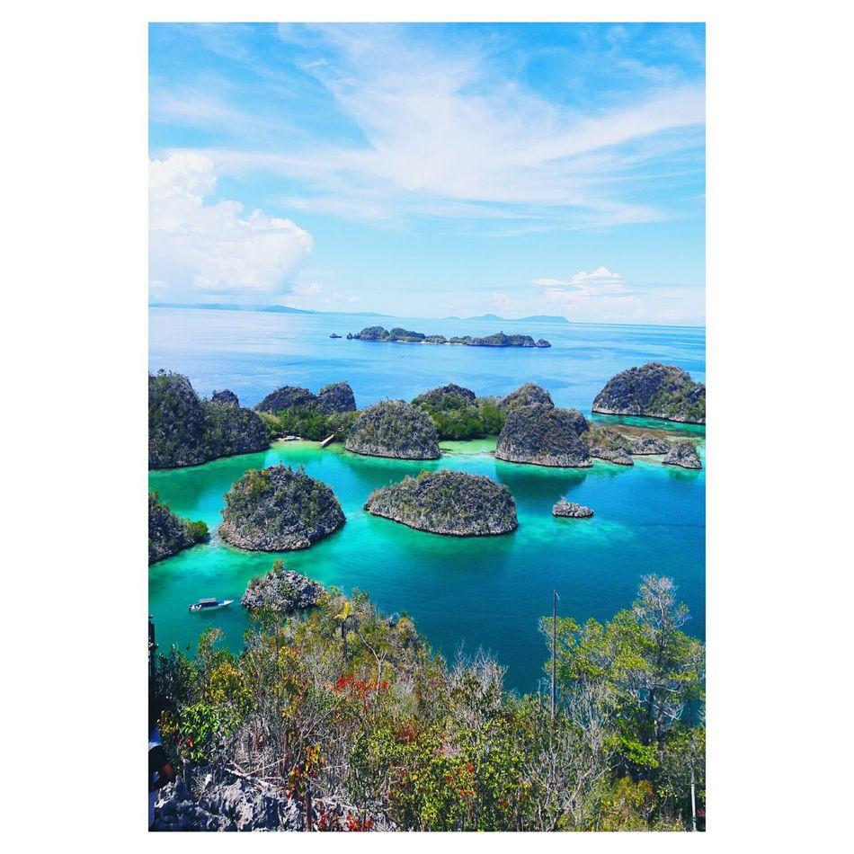 Paradise Island Paradise Island Ocean Blue Skyporn Green Trees Sorong Rajaampat Amazing Blessed  Papuan