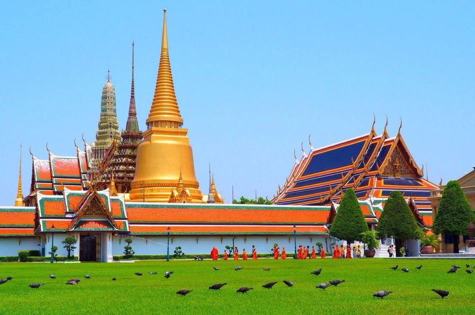 Wat Phra Kaew.. Watphra Kaew#temple #thailand #bangkok #journey #travel #travee #travelthailand #ig_siam #best_photogram #beautifuldestinations#leica #leica25mm#grandpalace