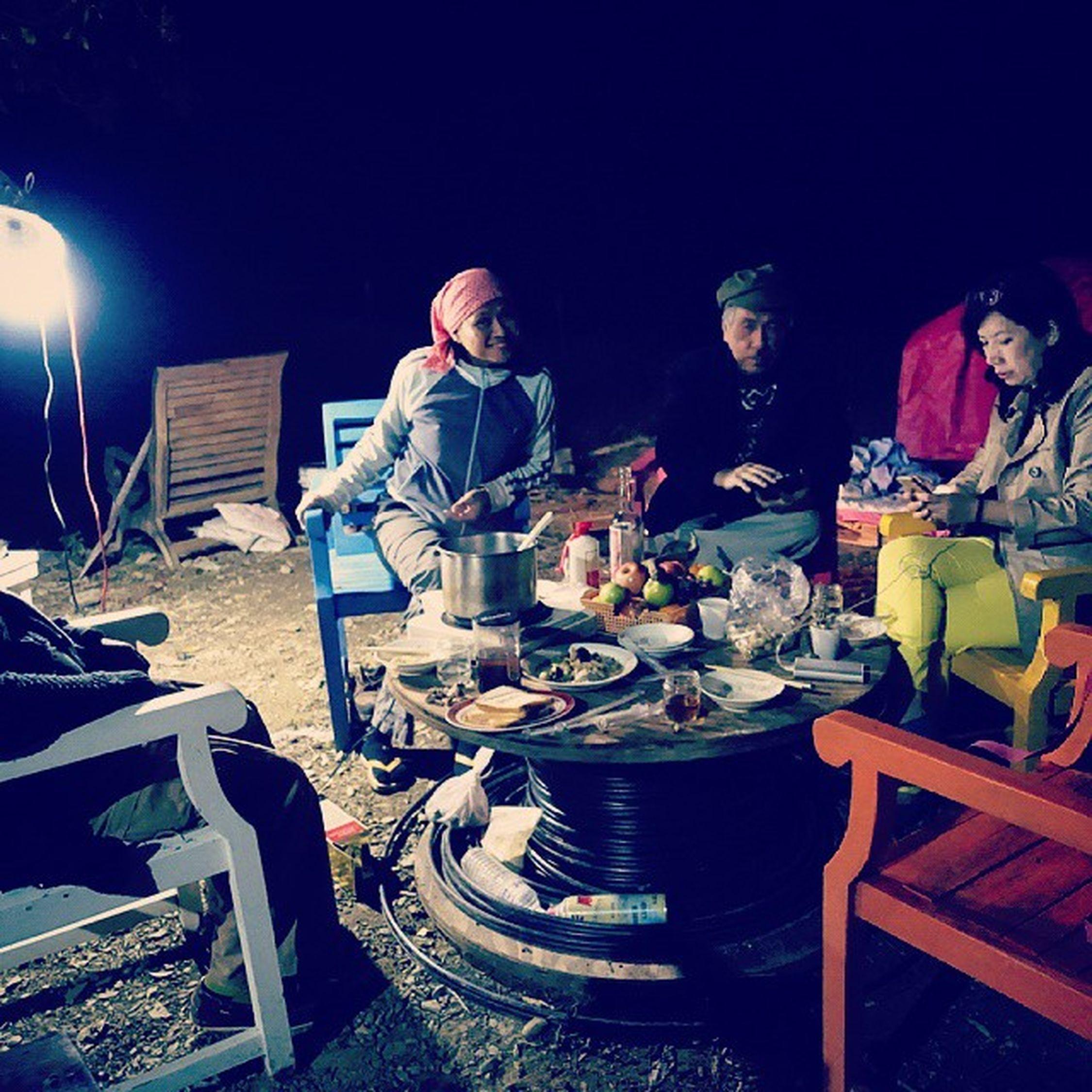 跟著珮貞姐體驗原住民,覺得新鮮 Aboriginal Night Talking Pictures Warm