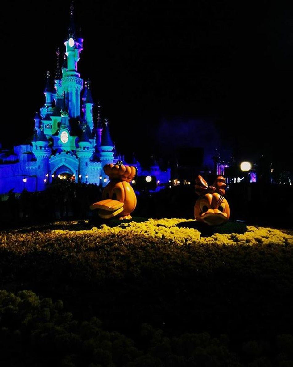 Disneyland 😍 Disneyatnight Halloween Sleepybeautycastle