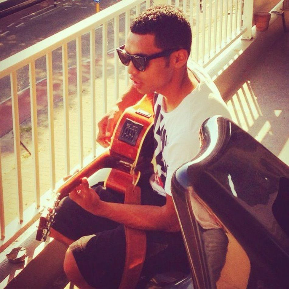 Playing guitar on the balcony! Summer Summerfeel GoodTimes Goodfeelings sunglasses black white guitar jamming jamsession balcony sun afternoon me myself loveit just doing my thing yeahbaby pic like