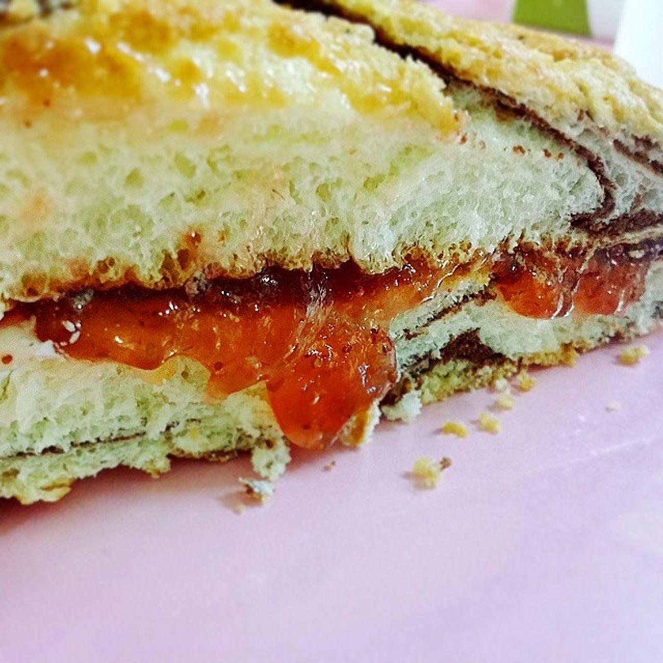 대원당 맘모스빵 딸기잼 반 크림 반 시나몬향 좋아😍 먹스타그램 빵스타그램 인스타푸드 Foodstagram