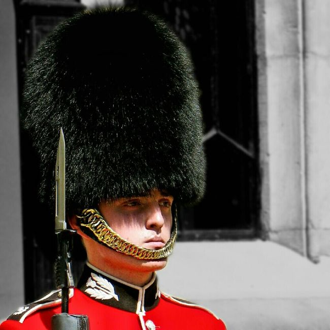 Soldier Red Tower Uniform Scots Guards Rifle Crown Jewels Bearskin