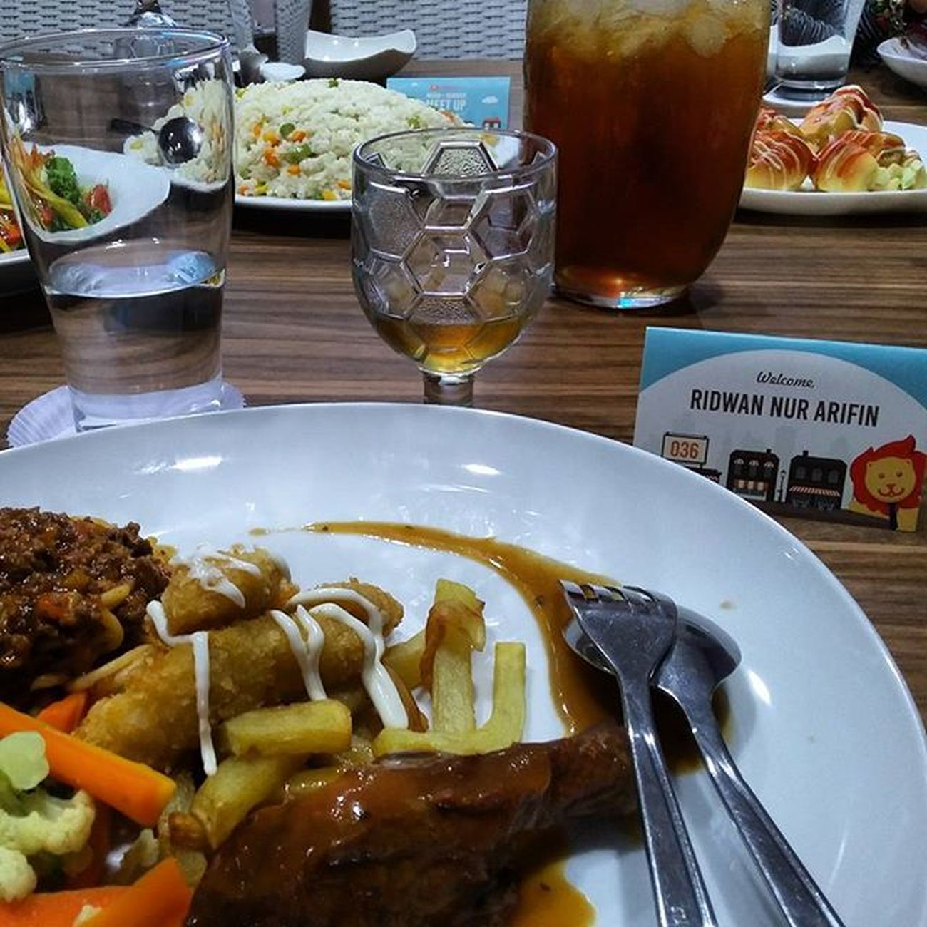 Kerja kantoran ma cuma buat sampingan aja, selebihnya kerja full time sebagai explorer, eater, sleeper dan dreamer. Hihii.. Nom nom nom nom.. Thankyou for invite me @travelioid HelloLio YourTripYourPrice Ridwanderful