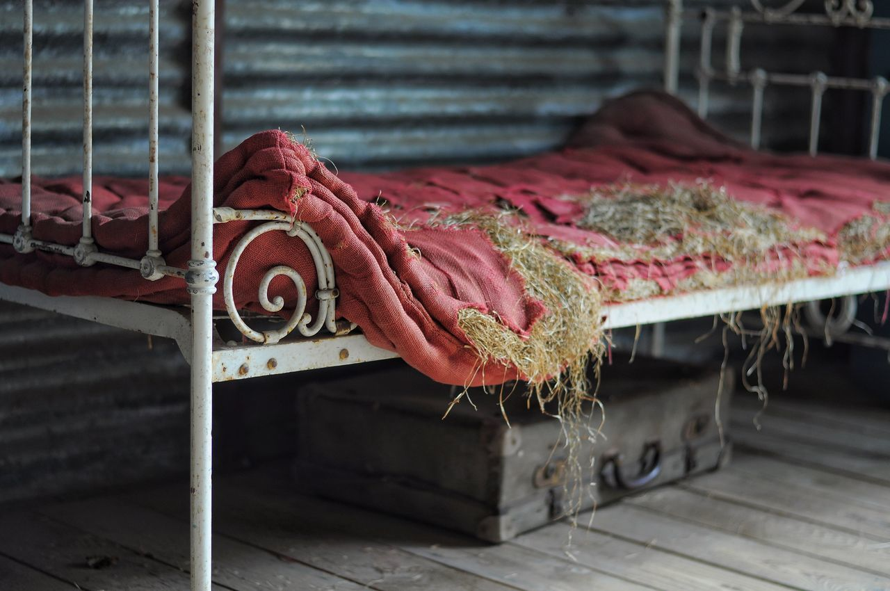 i'm only happy when i sleep No People Day Indoors  Close-up Art Is Everywhere EyeEmNewHere Bett Bed Sleep Sleeping Sleep Time Bedroom Bed Time Abandoned Abandoned Places Abandoned & Derelict Discarded Urbex The Secret Spaces TCPM
