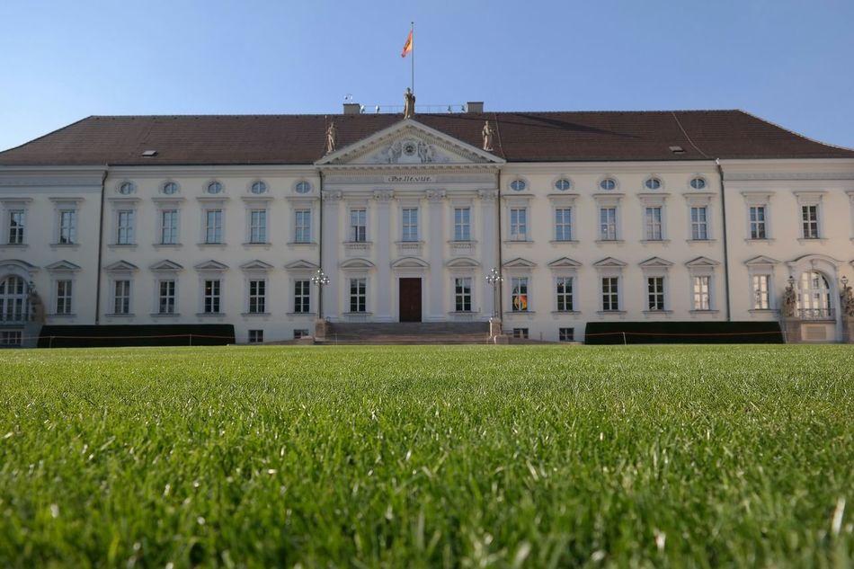 President's residence in Berlin. Schloss Bellevue Neweyeem Schlossbellevue Berlin Bundespräsident Seeing The Sights