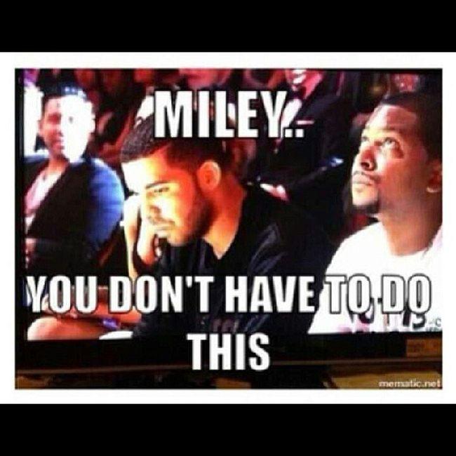 """CTFU!!! """"Drake the type of n*gga that..."""" Drake  Mileycyrus Twerkin Vmas MTVvideoMusicAwards"""