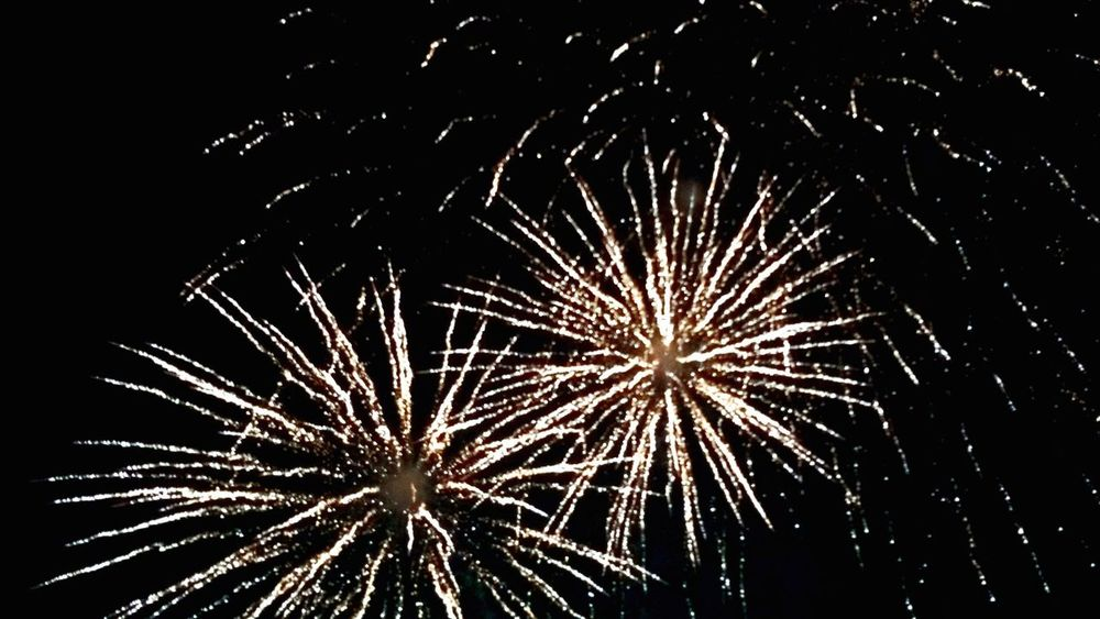 Foreworks some more! Celebration Firework Display Night Woohoooo!! 2017🍸🍸🍸 2017 New Year Bold Sky Exploding Event Sparks
