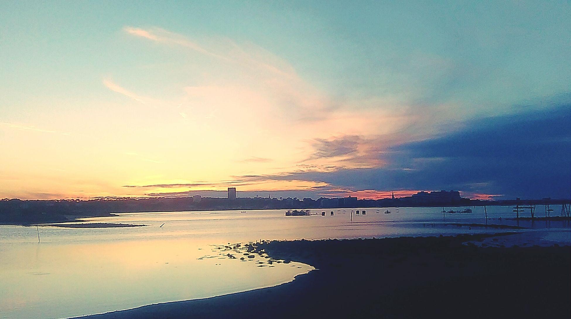Port Du Rocher La Teste Lovelovelove Sunset #sun #clouds #skylovers #sky #nature #beautifulinnature #naturalbeauty #photography #landscape