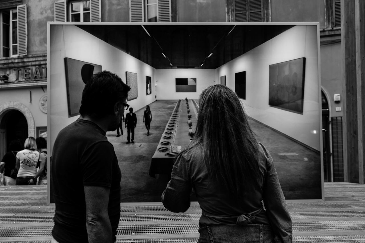 Monochrome Photography watching, by Claudia Ioan City Life Leisure Activity Rear View Togetherness The Roll Urbanphotography Urban People Photography Streetphotography Street Photography Perugia Embrace Urban Life