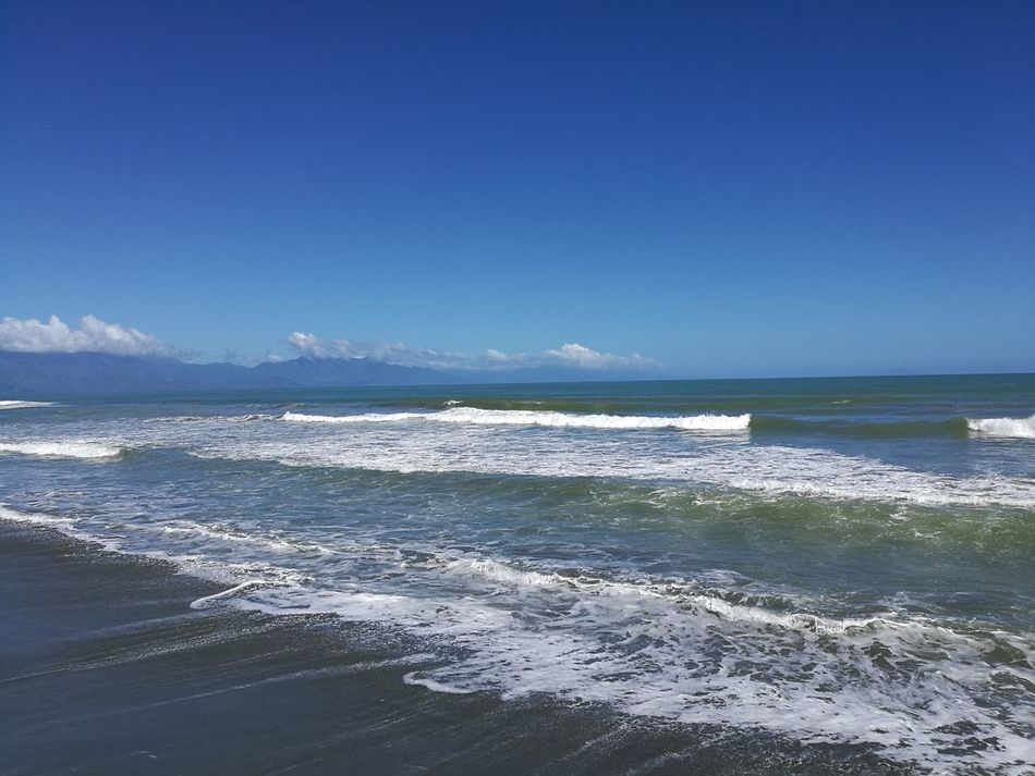 Haler Baler! Steady waves on a great afternoon. Sea Blue Water Beach Horizon Over Water Sky Beauty In Nature Nature Wave Tide Outdoors No People Scenics Day