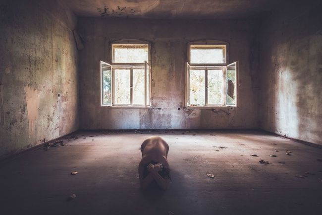 Unprotected Abandoned Indoors  Portrait Of A Woman Women Of EyeEm Self Portrait PortraitPhotography Woman Portrait Myself Dirty Women Portraits Womanportrait The Portraitist - 2016 EyeEm Awards Fine Art Photograhy Portrait Abandoned Places Lostplaces EyeEm Gallery Beauty Of Decay Beautyofdecay Urbex Fine Art Photography Urbexphotography
