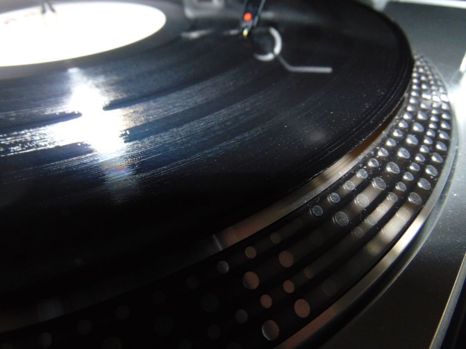 Black Vinyl DJ Cartridges DJ Needles Endless Joy In The Afternoon Love Vinyl Vinyl 12'' Macro Macro Photography Close-up Sound Indoors  No People Spinnin Records Vinyl Disc Vinyl Disc Rotation Turntable 33 Rpm Vinylcollector 45 Rpm Records