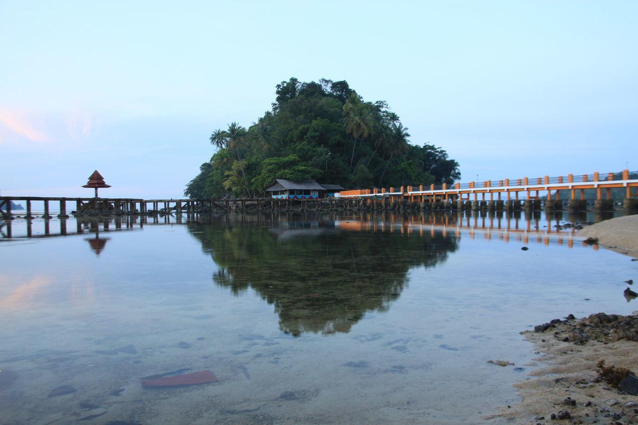 "Orang orang menyebut nya ""Pulau Kereta"" berada di Pantai Cerocok Kota Painan Sumatera Barat Indonesia Painan Cerocok Pantaicerocok Sumbar"