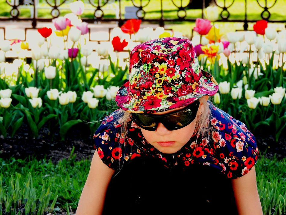 Garden Photography Hat Flowers Daughter Pushkin  Sankt-peterburg Walking Around Springtime Flowerbed The Outdoors - 2016 Eyeem Awards