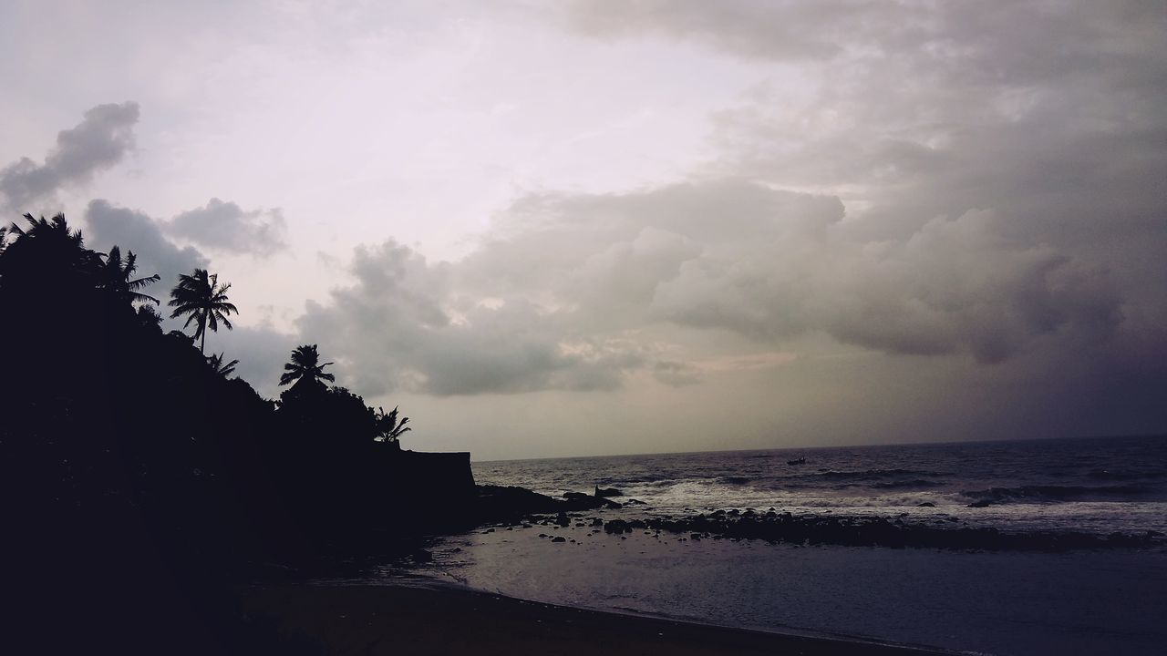 sea, water, sky, scenics, beauty in nature, horizon over water, nature, beach, tranquility, no people, tranquil scene, cloud - sky, outdoors, sunset, tree, day