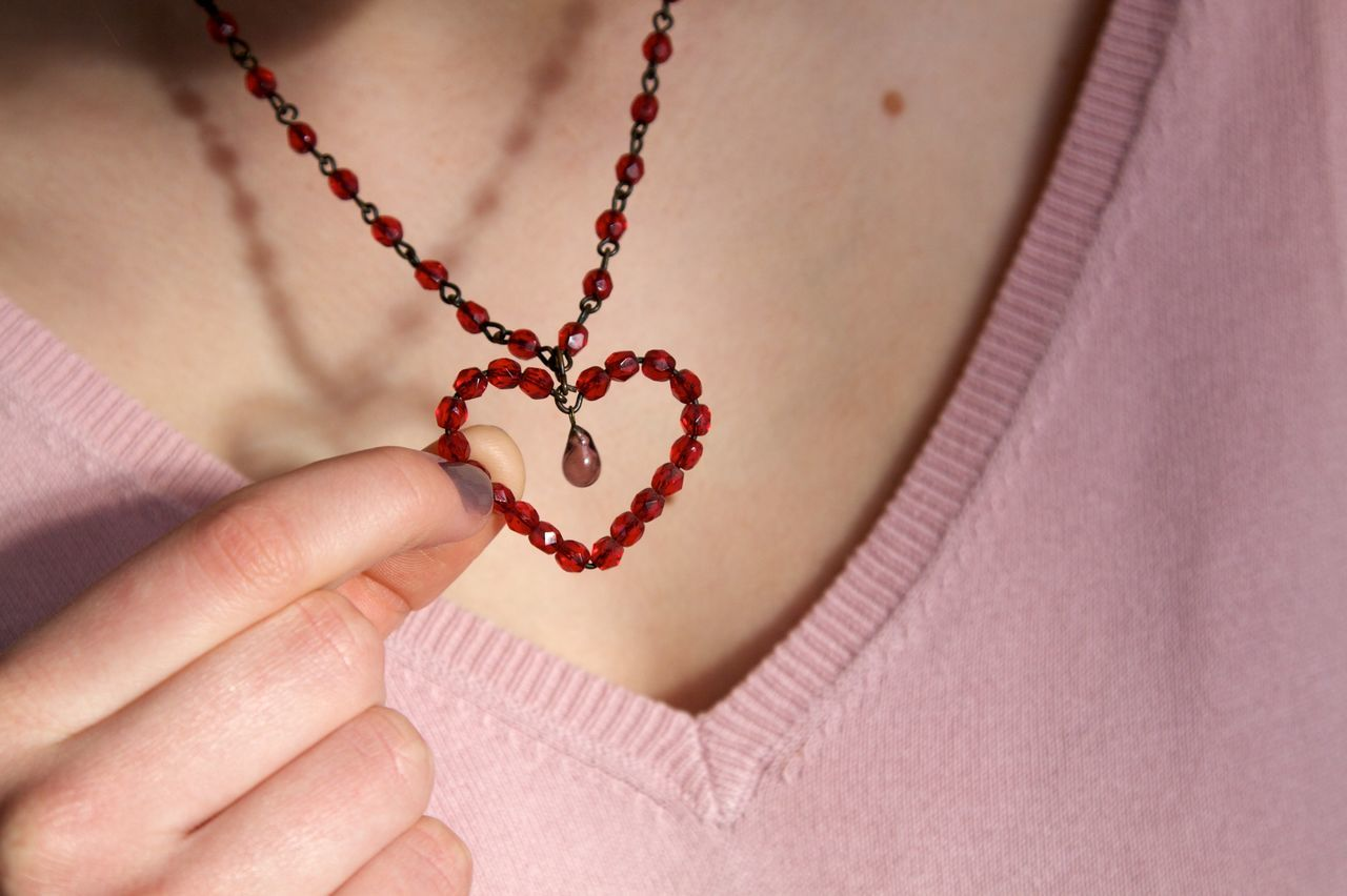 Close-up Heart Heart ❤ Necklace One Person Young Woman Woman Red Color Pink People Lovelovelove Love ♥ Light And Shadow Jewelry Jewellery Fashion&love&beauty Dekolleté Fashion Photography Holding Hand