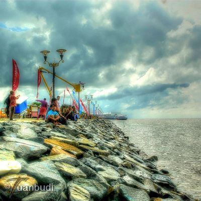Photo by Tuan Budiman