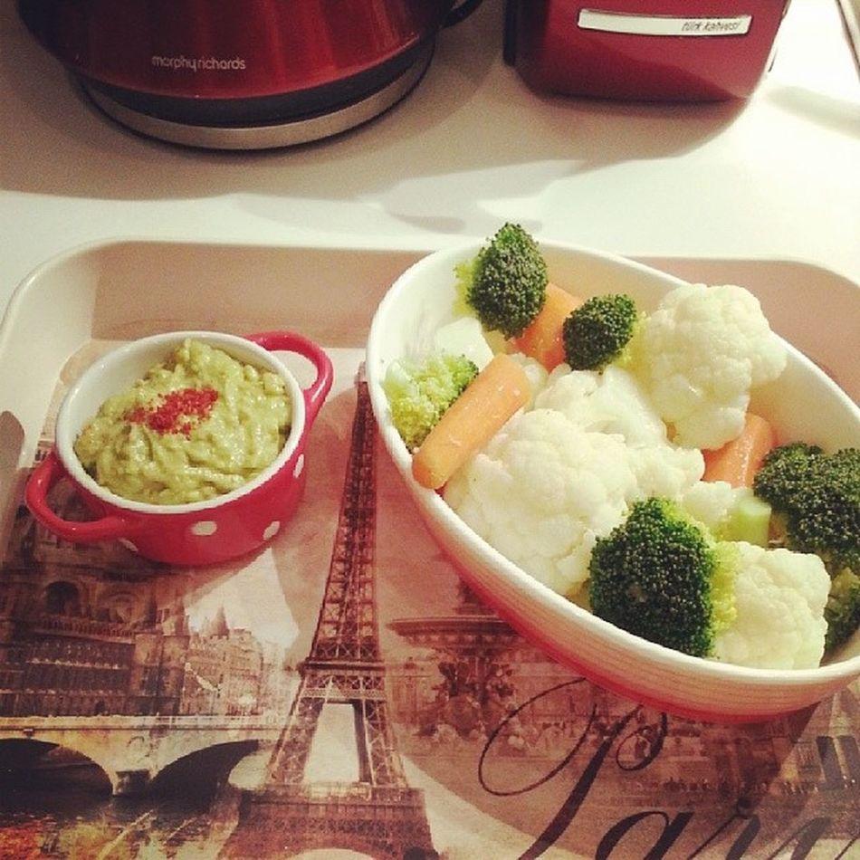 Akşam yemeğimden herkese merhaba ? ? Sebze Sagliklibeslenme Avocado Cauliflower brocoli carrot yummy miammiam bonappetit mykitchen green lovecooking healthy