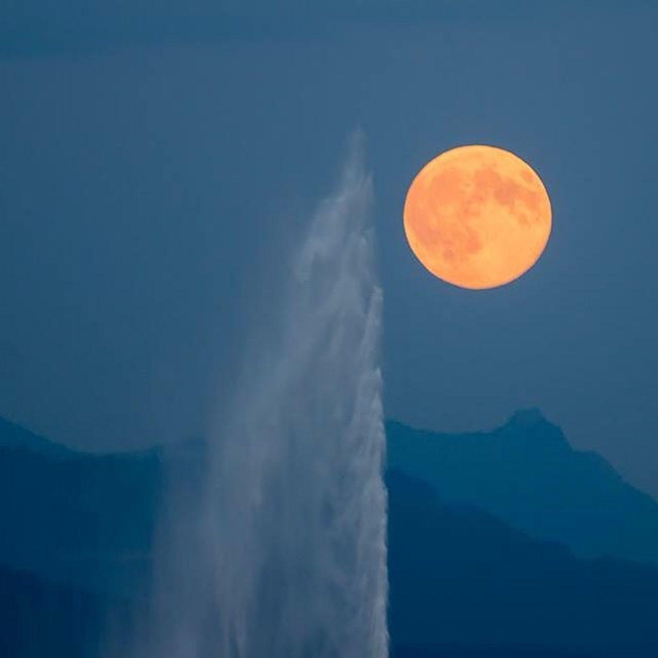 La lune et son Jet d'eau Suisse  Geneve