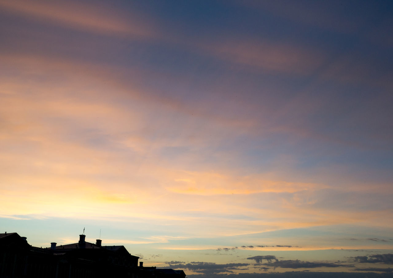 Castle Cloud Cloud - Sky Color Streaks Dusk Façade Majestic Mansion Orange Outdoors Part Of Roof Roofline Scenics Silhouette Sky Sunset