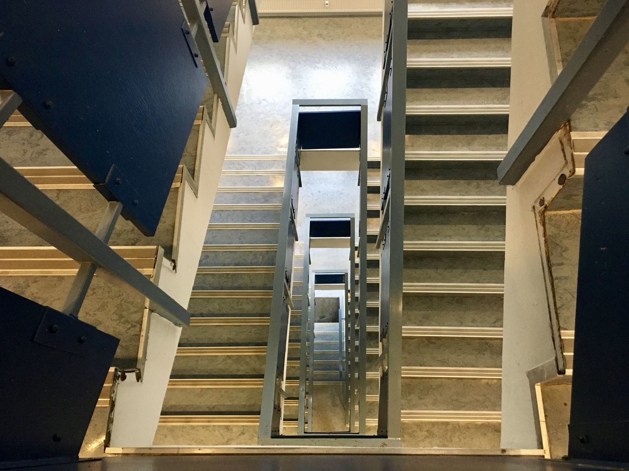 staircase, steps and staircases, steps, railing, indoors, built structure, architecture, stairs, hand rail, no people, day