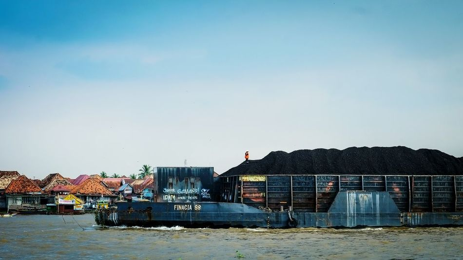 River River Traffic Water Water Transportation Barge Coal Logistics Palembang People Life EyeEm Gallery EyeEm Best Shots Mining Mining Industry Mining Exploration Economy Economic Of Scale