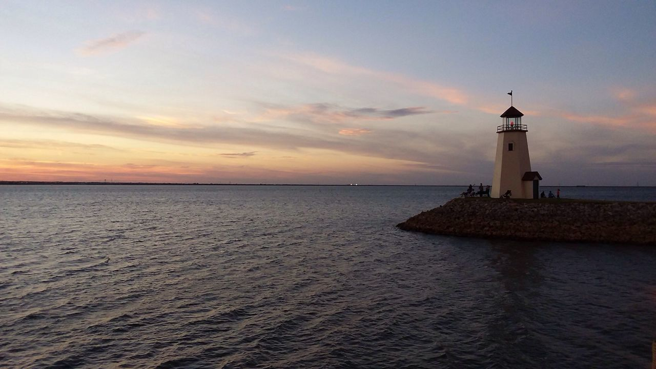 Lighthouse Oklahoma Lakehefner Horizon Over Water Sunset