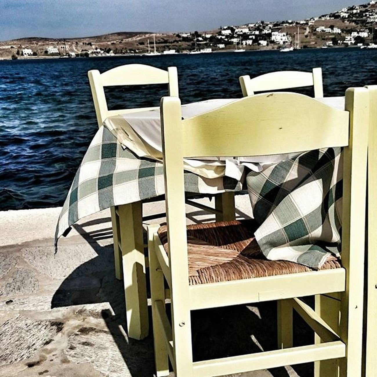 PARIKIA, PAROS, 1 PM. WAITING FOR LUNCH Parikia Parikiaparos Paros Paro Greekislands Greece Greecestagram Cyclades_islands Cyclades Lunch Table Dinner Seafood Seafront Seaview Picoftheday Photoofgreece Photooftheday Enjoy Havelunch Havedinner Restaurant