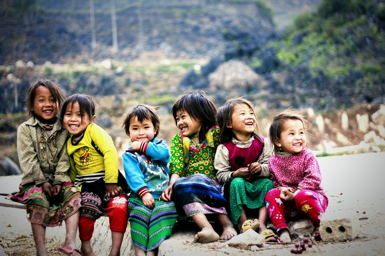 Forever young :) They are children at Meo Vac, Ha Giang, Viet Nam. First Eyeem Photo Children Girls Moutains My Favorite Photo Smile Forever Young Photographer