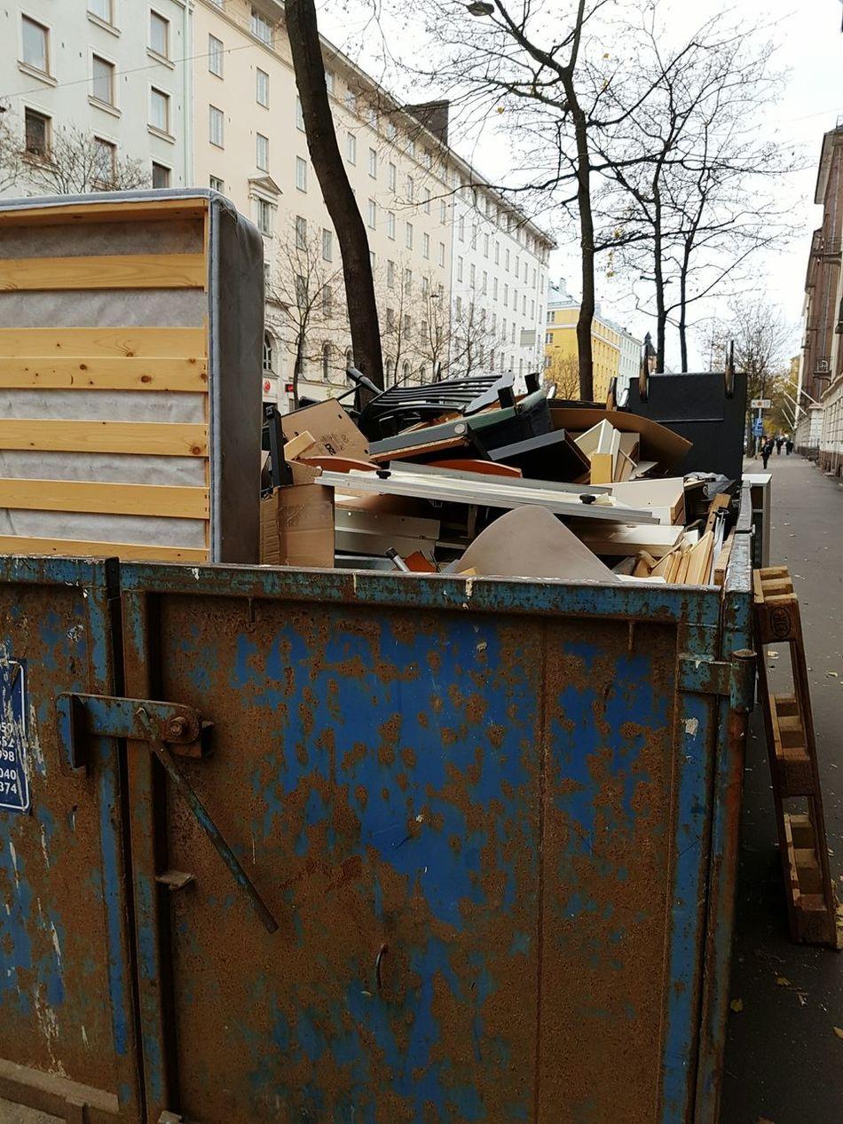 Trash Dump Dumpster Dumpsterdiving Discarded On The Street Old Stuff