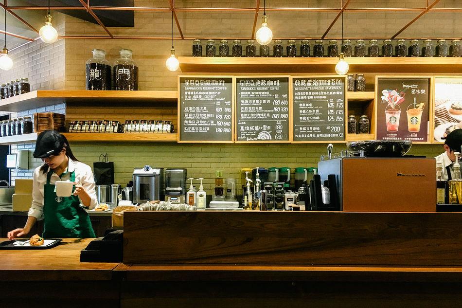 Da'an District, Taipei, 2016 Cafe Coffee Indoors  IPhone Librarymook Mobilephotography Starbucks Streetphotography