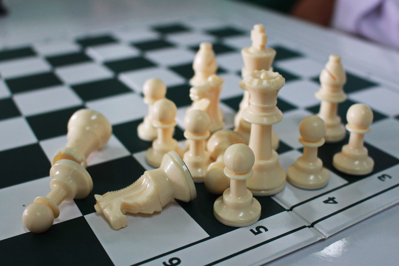 chess, chess piece, strategy, chess board, board game, leisure games, white color, still life, knight - chess piece, indoors, pawn - chess piece, king - chess piece, queen - chess piece, no people, close-up, intelligence, day