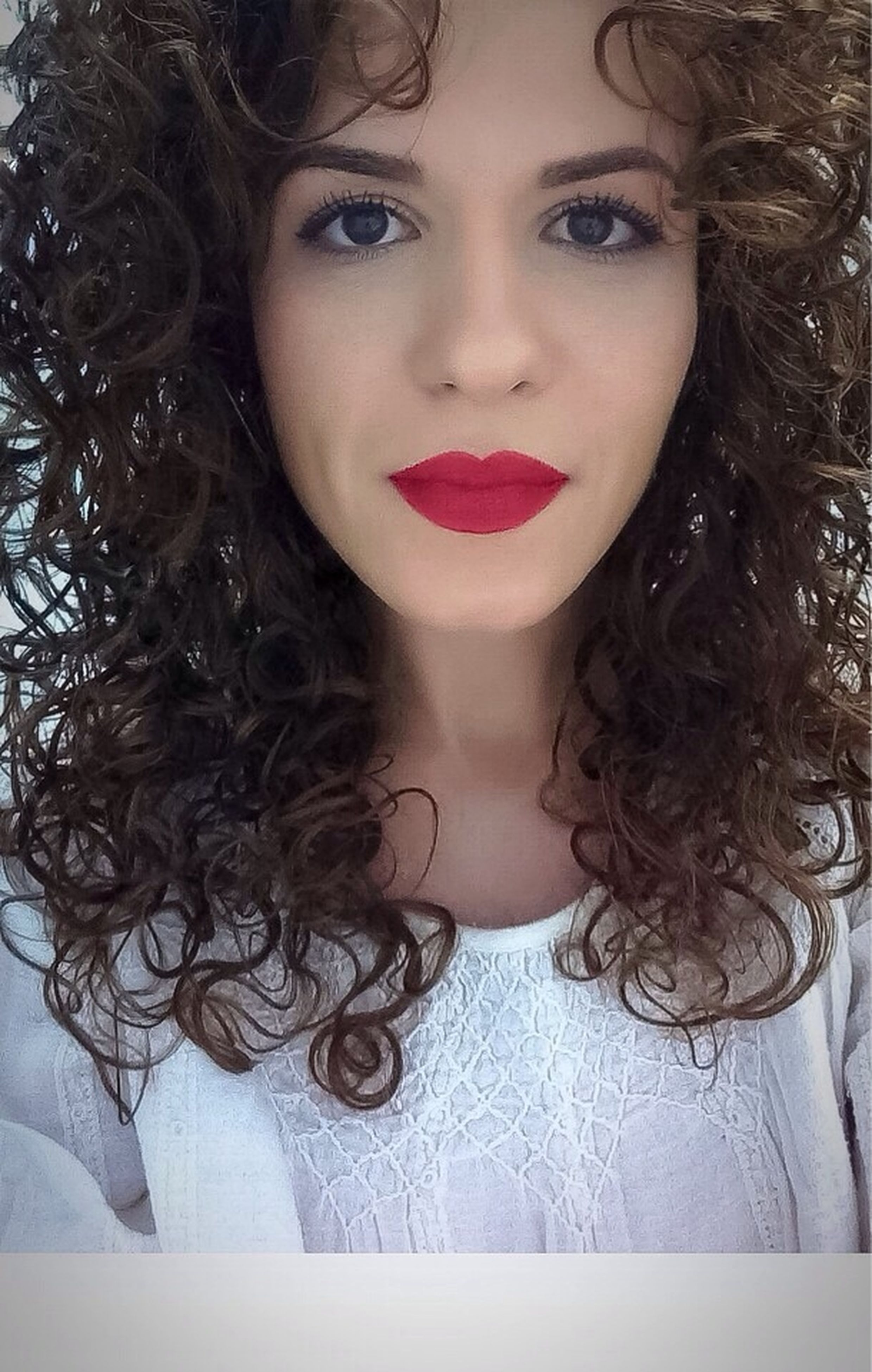 young women, young adult, beauty, red, red lipstick, person, long hair, nature, eye make-up, fashionable, eyeshadow