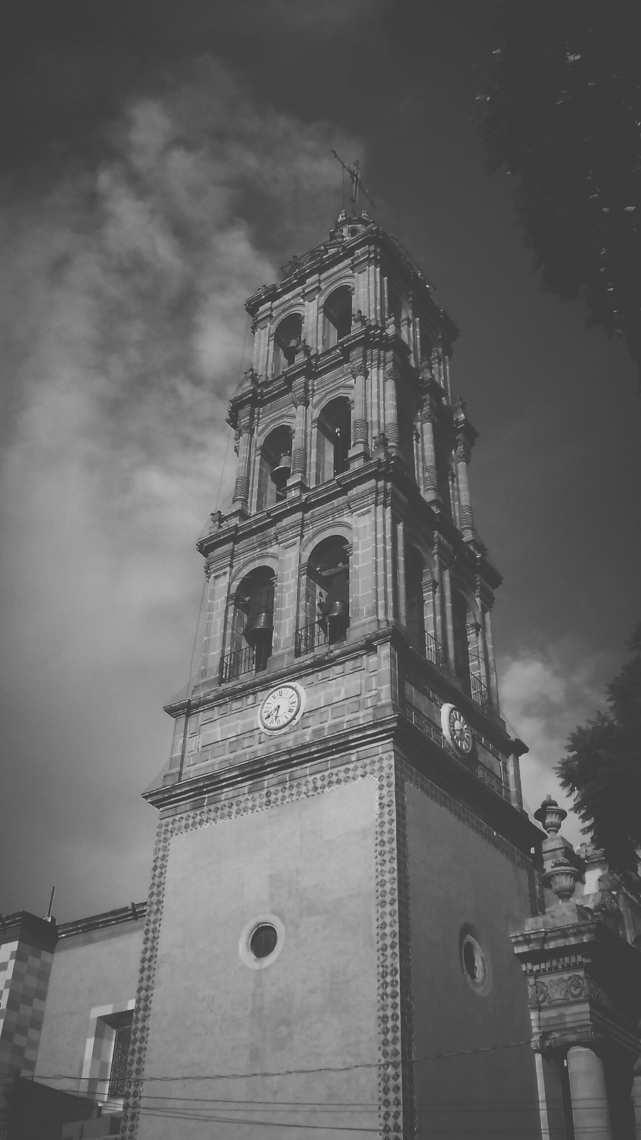 architecture, building exterior, built structure, low angle view, religion, place of worship, church, spirituality, sky, cathedral, tower, cloud - sky, clock tower, history, cross, steeple, outdoors, day