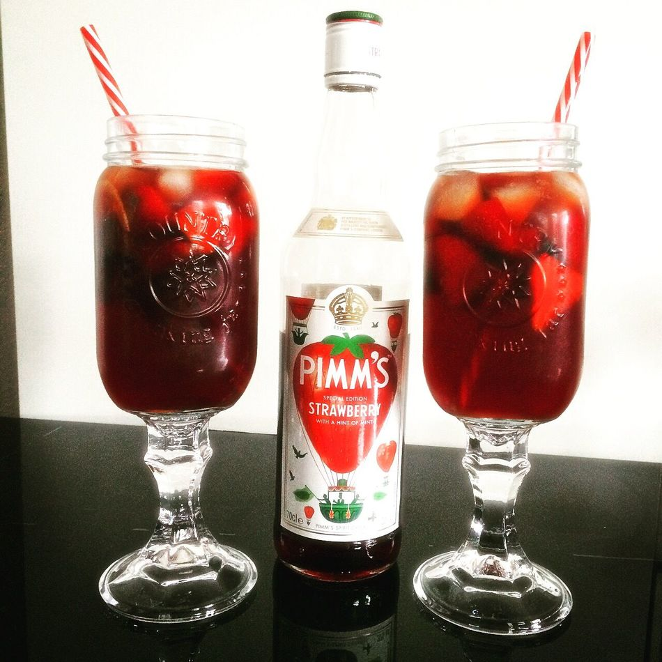 Pimms Pimmsoclock Lovepimms Strawberry Sundaychill Sundaychillin Drinking Hanging Out Relaxing Enjoying Life