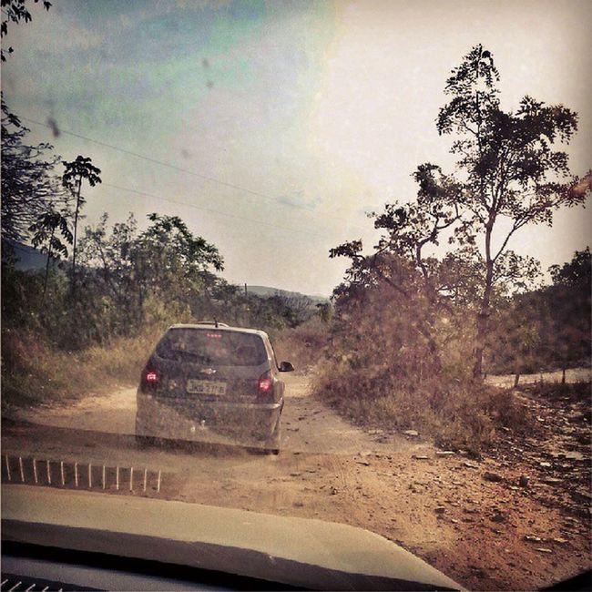 E tome poeira... Pirenopolis Dust Road Goias Roadtrip Travelphoto Natureporn Car Road To Nowhere Natgeotravelpic