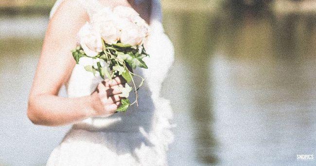 #paris #wedding #vincennes #dress #weddingdress #bouquet #bridge #bride #mariage #love #pont #robe #weddingdressshopping #parc #france #flowers #weddingflowers #weddingphotography #nature #parisjetaime #picture #chic #park #roses #jualbunga #handbouquet #lac #sndpics #mariagecivil #mariagechic SndPics Photographer