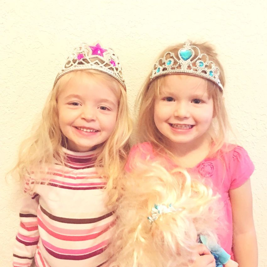 Crown Child Children Only Princess Childhood Smiling Blond Hair Looking At Camera Portrait Girls Tiara Friendship Innocence Happiness Front View People Queen - Royal Person Two People Females Fun Photography Photo Close-up Togetherness Bonding