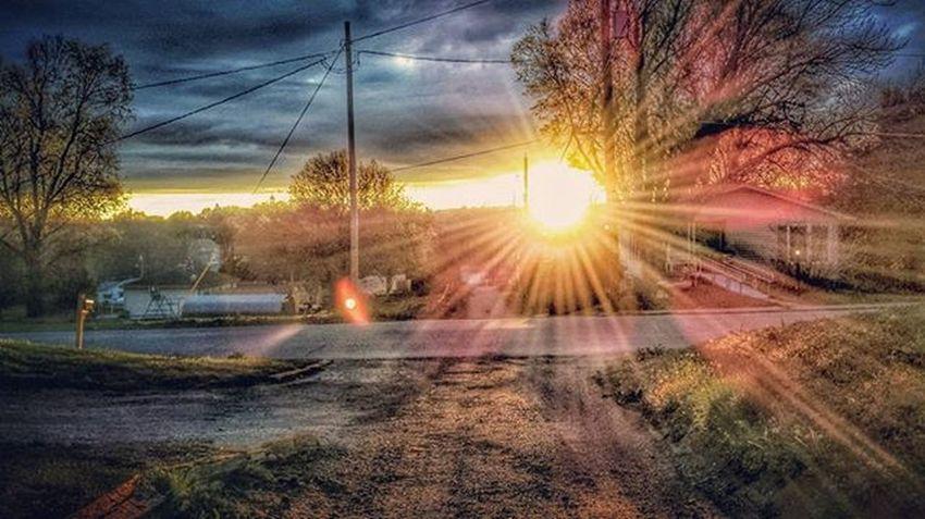 Sunset from my yard tonight..... Ks_pride Kansassunsets Sunsetagram Sunrise_sunsets_aroundworld Kansasphotographer Kansasphotos World_bnw Wow_america_landscape Atchison