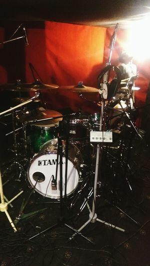 Super73 S73 Studio Drums Tama Drew is illuminated.