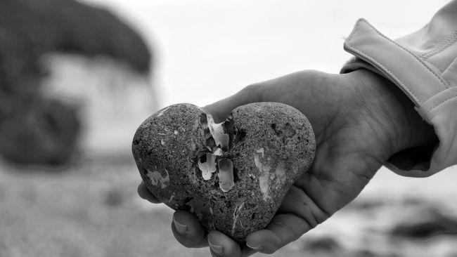 Heart Herzmensch Stone Baltic Sea Rügen Rügen Lovers Germany Mecklenburg-Vorpommern Details Feuerstein hand Focus On Foreground Close-up Person My Hand  Outdoors Ostseeküste Kreidefelsen